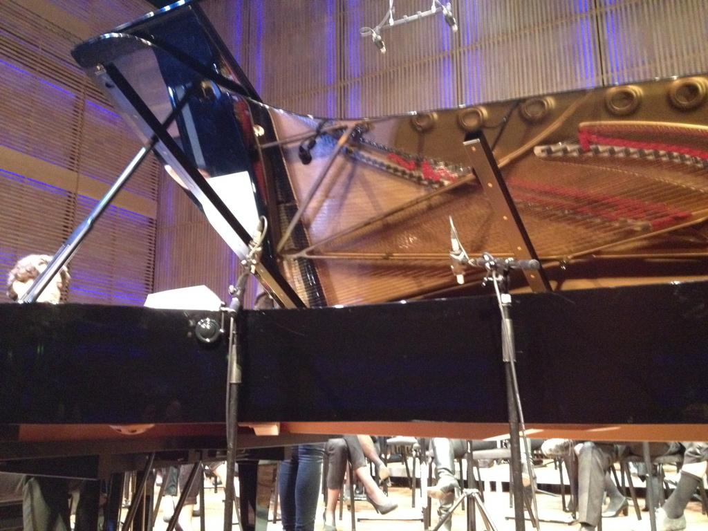 Nicolas van Poucke met het UvA-Orkest J.Pzn Sweelinck in het Muziekgebouw aan 't IJ